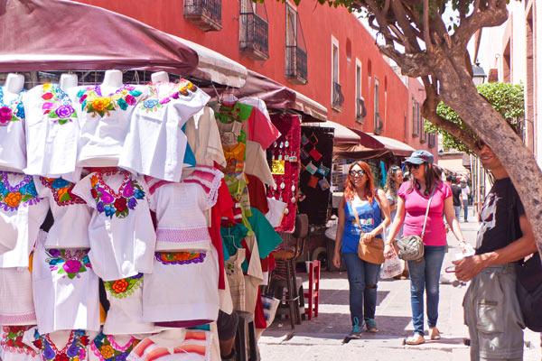 Arte y artesanía en el Andador Libertad, en el Centro de Querétaro