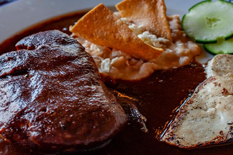 Un rico restaurante de cocina mexicana ubicado dentro de una maravillosa hacienda